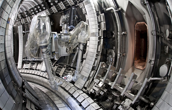 Remote-handling-arm-inside-the-JET-fusion-device-credit_-EUROfusion